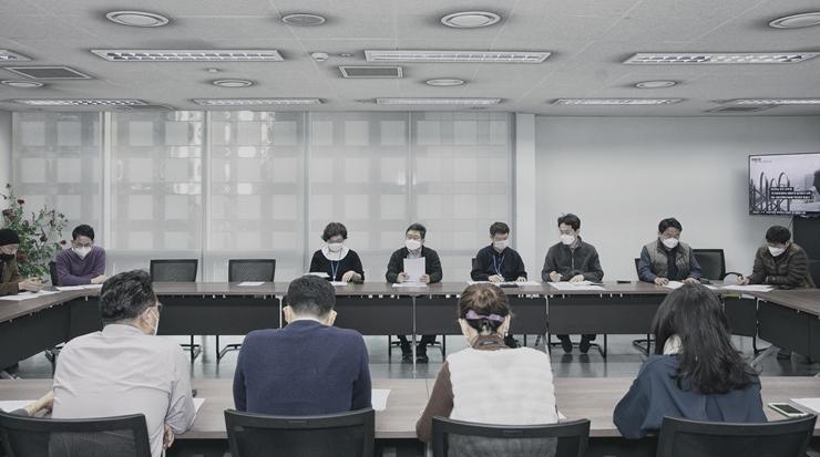[B컷 사진관] '전원 마스크 착용' 보도국 회의
